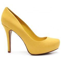O scarpin é o estereótipo do sapato feminino: salto alto e bico alongado. Com a evolução da moda, eles também ganharam cara nova.