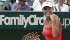Caroline Wozniacki har her vundet en kamp over Jelena Jankovic fra Serbien. På…