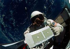 ALDRIN, Edwin E. in open hatch of Gemini XII spacecraft during EVA