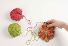 An Awesome Tutorial For Tapestry Crochet ~ How to Prevent the Yarns From Twisting When Working with Two Colors