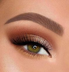Especially the choice of prom eyeshadow makeup is key. Bright eye makeup will make all external grooming less important. make up bright New prom eyeshadow makeup Ideas in 2020 Metallic Eyeliner, Gold Eye Makeup, Makeup Eye Looks, Cute Makeup, Eyeshadow Makeup, Eyeshadow Primer, Gorgeous Makeup, Gold And Brown Eye Makeup, Brown Eyeshadow Looks
