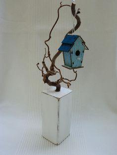 Holzsäule mit Vogelhäuschen im Shabby-Chic-Stil von UNIKAT-die Kreativ-Werkstatt auf DaWanda.com