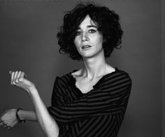 Funny, quirky, off-beat Miranda July. Hairstyles Over 50, Curly Bob Hairstyles, Curly Hair Cuts, Curly Hair Styles, Miranda July, Sophisticated Hairstyles, Curly Girl, Hair Looks, Hair Pieces