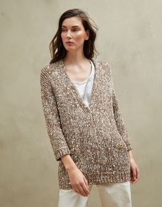 Stylish cardigans and lightweight sweaters for women in colorful cotton yarn, linen and silk. Discover Brunello Cucinelli collection on the online boutique. Crochet Magazine, Silk Material, Knit Fashion, Brunello Cucinelli, Crochet Clothes, Sweater Cardigan, Brown Cardigan, Lana, Knitwear