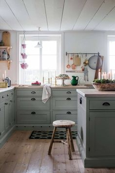 I like these colors (greenish gray cabinets and white countertops) for the island