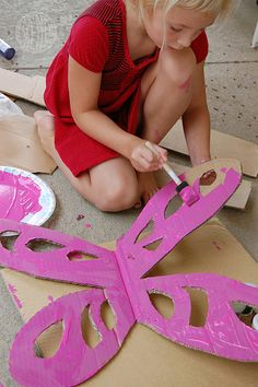 My sister needs a daughter so we can have a fairy party!Fairy Party Ideas « kids party themes, birthday party ideas, party recipes, party games – The Speckled Freckle Party Place Kids Crafts, Projects For Kids, Diy For Kids, Craft Projects, Cardboard Crafts, Crafty Kids, Craft Activities, Kids Playing, Wings Diy