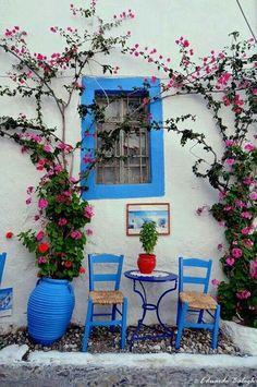 The beautiful simplicity of Greece! http://www.registertovotetoday.com/sort-news/paksoi-to-smaragdenio-nisi-toy-ionioy/