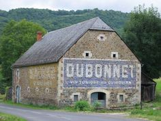 Inspiration Driving along French country roads, one is lucky to come across an building with a faded painted advertisement like this one, for the aperitif Dubonnet. French Road Signs, Old Signs, Barn Signs, Photos Voyages, French Countryside, Vintage Walls, Vintage Signs, Old Farm, French Country Decorating