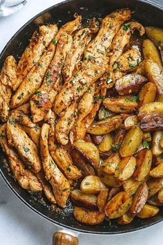 Garlic Butter Chicken and Potatoes Skillet - One skillet. Amazing flavors. This chicken recipe is pretty much the easiest and tastiest dinner for any weeknight! Amazing Chicken Recipes, Chicken Recipes For Dinner, Meat Dinner Ideas, Good Food Dinner, Yummy Healthy Dinner Recipes, Potatoe Dinner Recipes, Yummy Dinner Ideas, Cooking Recipes For Dinner, Chicken Skillet Recipes