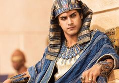 Exclusive interview with 'Tut' star Avan Jogia on playing Egyptian Pharaoh King Tutankhamun, research, preparing physically, costumes, and Sir Ben Kingsley. Egyptian Makeup, Egyptian Fashion, Egyptian Costume, Tut Movie, Avan Jogia Tut, Ben Kingsley, Spike Tv, Egyptian Kings, Blu Ray
