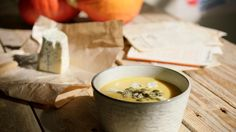 Pompoensoep met blauwe kaas en pompoenpitjes   Dagelijkse kost