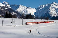 Az Obergoms völgyet átszelő vasútvonalon halad a híres Matterhorn Gotthard Bahn. Zermatt, Snow, Mountains, Nature, Travel, Outdoor, Bahia, Outdoors, Naturaleza