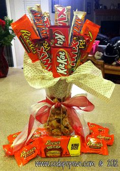Candy Bar Bouquet - Cute way to say I love you or thank you! Skittles at the bottom with caramel apple suckers, Reese's, and snickers