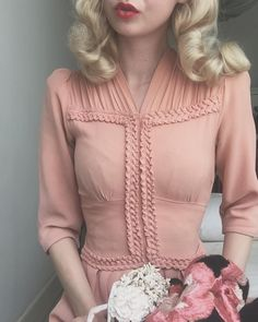 Enticing Vintage 1050 Curls with Foam Rollers Vintage Inspired Fashion, 1930s Fashion, Punk Fashion, Vintage Fashion, Victorian Fashion, Pretty Dresses, Beautiful Dresses, Vintage Dresses, Vintage Outfits