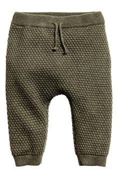 Spodnie z dzianiny : EKSKLUZYWNA KOLEKCJA DLA NIEMOWLĄT/CONSCIOUS. Spodnie z miękkiej dzianiny o splocie ryżowym wykonanej z ekologicznej bawełny. Elastyczna talia z ozdobnym wiązaniem, ściągacz u dołu nogawek.