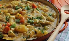 This quick chicken casserole is so tasty and simple that it'll soon be a regular on your family menu plan. Chicken Casserole, Casserole Dishes, Casserole Recipes, Pumpkin Casserole, Freezable Meals, Quick Meals, Cheap Meat, Dinners To Make, Family Meals