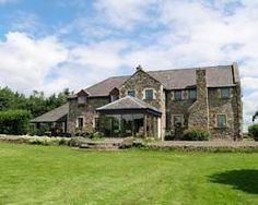 "<img src='http://t-ec.vcomstatic.com/images/hotel/max300/296/29649876.jpg'  width=""300"" height=""225"" /><br /><strong>Six-Bedroom Holiday Home</strong>"
