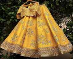Best ideas for indian wedding outfits bridal lehenga yellow Indian Bridal Wear, Indian Wedding Outfits, Indian Outfits, Dress Wedding, Lehenga Choli Designs, Indian Lehenga, Indian Wedding Lehenga, Look Fashion, Indian Fashion