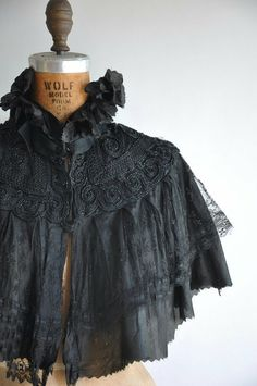 Vintage antique 1900 -1910s beaded lace Edwardian cape