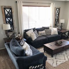Nice 49 Top Design Ideas For A Small Living Room. More at https://homystyle.com/2018/09/21/49-top-design-ideas-for-a-small-living-room/