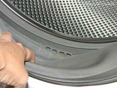 Learn how to clean your washing machine to improve efficiency, get rid of mold and mildew, and eliminate that stinky washing machine smell for good! Deep Cleaning Tips, House Cleaning Tips, Diy Cleaning Products, Cleaning Solutions, Spring Cleaning, Cleaning Hacks, Diy Hacks, Stinky Washing Machine, Washing Machines