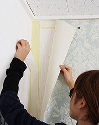 賃貸でも壁紙が貼れます!マスキングテープと両面テープで壁紙を貼る方法 | リフォームするなら壁紙屋本舗 Japan Apartment, Diy Interior, Super Natural, Diy Woodworking, Diy Home Decor, Diy And Crafts, Home Improvement, Wall, Room