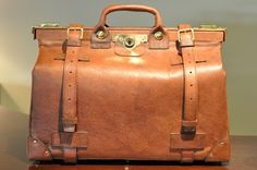 Cleverley Russian Leather Gladstone bag - Claymoor`s List