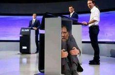 Rajoy escondido manda a una empleada del equipo al primer gran debate de la historia de España.