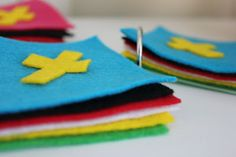 Wordless book assembly - Easter story Felt and binder rings. Could also use sets of shower curtain rings (dollar store).