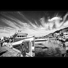 #norwegen #norway #beautifulnorway #norge #bergen #visitnorway #fjord #coast #port #portofbergen #bergenport #schwarzundweiss #schwarzweiss #blackandwhite #bw #monochrome #hordaland #boat #fishingboat #skyporn #photography #photoart #water #clouds