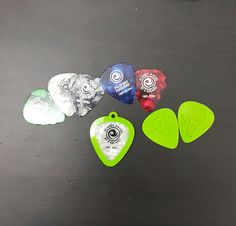 A display holder for a Guitar pick, can be used as a pendant or key chain as desired. Can hold up to 2 guitar picks. Impression 3d, Guitar Picks, 3d Printing, Prints, Pendants, Display, Fit, Amazing, Billboard