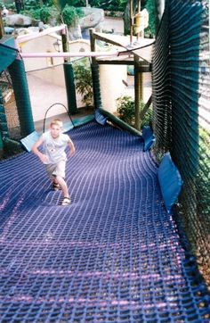 Pucuda Leading Edge's climbing cargo netting products are strong but soft to the touch. These nets ensure the safety of the user without losing comfort. Water Playground, Natural Playground, Backyard Playground, Playground Ideas, Backyard Plan, Backyard For Kids, Play Structures For Kids, Indoor Climbing, Outdoor Play Spaces