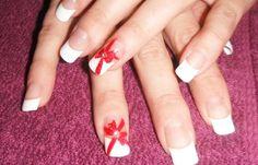 Diseños de uñas lazos, diseño de uñas con lazos francesas.   #diseñatusuñas #nailsdesign #uñasconbrillos