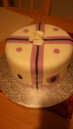 Dort k 40 narozeninám. Butter Dish, Dishes, Cake, Desserts, Tailgate Desserts, Deserts, Tablewares, Kuchen, Postres