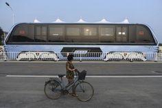 China constrói ônibus que anda sobre os carros - carros - Jornal do Carro