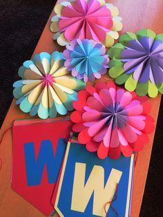 画用紙で作る花飾り - Hiro-DesignWorks*blog Paper Crafts Origami, Origami Art, Diy Paper, Paper Flower Backdrop, Paper Flowers Diy, Flower Crafts, Preschool Crafts, Diy Crafts For Kids, Art For Kids
