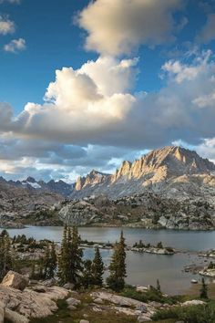 Wyoming's Wind River Range is one of the most wild and beautiful wilderness areas in the West. Here's 8 of the best backpacking trips you can do in the Winds. Grand Teton National Park, Yellowstone National Park, National Parks, Wyoming Vacation, Tennessee Vacation, Tennessee Cabins, Wyoming Mountains, Wyoming Map, Laramie Wyoming