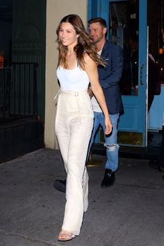 Jessica Biel enjoys date night with Justin Timberlake after anti-vax revelation Divas, Jessica Biel And Justin, Actress Jessica, Justin Timberlake, Celebrity Pictures, Summer Outfits, Casual Outfits, Autumn Fashion, Celebs