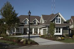 Modern cape cod, home exterior, high contrast, white trim Style At Home, Cape Cod Exterior, Front Yard Decor, Two Bedroom House, Exterior House Colors, Exterior Houses, House Siding, Modern Exterior, Colonial Exterior