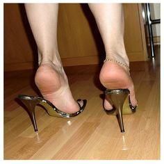 Sexy feet in sexy heels! Open Toe High Heels, Sexy High Heels, High Heel Pumps, Stiletto Heels, Shoes Heels, Feet Soles, Women's Feet, Sexy Sandals, Female Feet