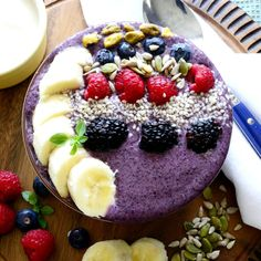 Blueberry and Banana Breakfast Smoothie Bowl. The best way to start the new day! Raspberry Syrup Recipes, Smoothie Bol, Desserts Sains, Recipe Box, Acai Bowl, Blueberry, Banana Breakfast, Cooking, Food