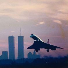 Concorde in NYC 1990 : aviation. Twin Towers in the background. World Trade Center Nyc, Trade Centre, Sud Aviation, Civil Aviation, Concorde, New York City, Voyage New York, Air Festival, Commercial Aircraft
