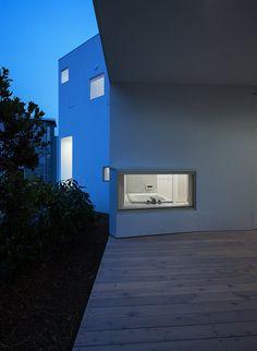 Diamond Residence - photo: Toshihisa Ishii