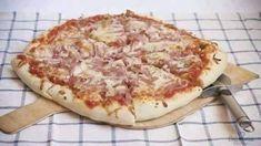 Como preparar MASA DE PIZZA CASERA INGREDIENTES: 300 g de harina 160 g de agua 5 g de levadura 20 g de aceite de oliva 1 cucharadita de sal PREPARACIPON: 1°.- En un recipiente se deben mezclar la harina con la cucharada de sal. Después agregar la levadura con el aceite hasta juntar la masa,... Garlic Cheddar Biscuits, Chipotle Chile, Calzone, Hawaiian Pizza, Deli, Kids Meals, Cooking Recipes, Appetizers, Yummy Food