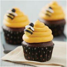 Mini Cakes, Cupcake Cakes, Wilton Cupcakes, Decorate Cupcakes, Cupcakes Decorating, Decorating Ideas, Decor Ideas, Fondant Bee, Daisy Cupcakes