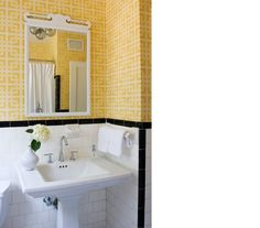 1000 images about 1940 39 s bathroom on pinterest pink for Bright bathroom wallpaper