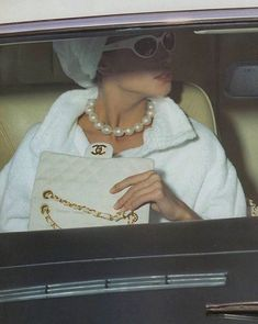 """ Chanel S/S 1991 Model: Christy Turlington "" Boujee Aesthetic, Bad Girl Aesthetic, Aesthetic Vintage, Aesthetic Photo, Aesthetic Pictures, Aesthetic Fashion, Classy Outfit, Classy Dress, Classy Casual"