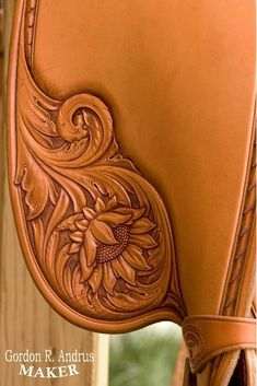 Leather Carving, Leather Art, Tooled Leather, Leather Tooling Patterns, Leather Pattern, Leather Workshop, Horse Saddles, Leather Projects, Pyrography