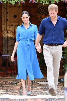 Prince Harry Suits Up as He and Wife Meghan Markle Say Farewell to Tonga Meghan Markle Prince Harry, Prince Harry And Megan, Harry Suits, Blue Shirt Dress, S Shirt, Meghan Markle Stil, Meghan Markle Outfits, Meghan Markle Dress, Prinz Charles