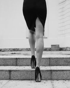 Black and White Photography, Why it is so Beautiful – PhotoTakes Lena Luthor, Mode Glamour, Isabelle Lightwood, Lost Girl, Foto Art, Belle Photo, White Photography, Monochrome Photography, High Heels